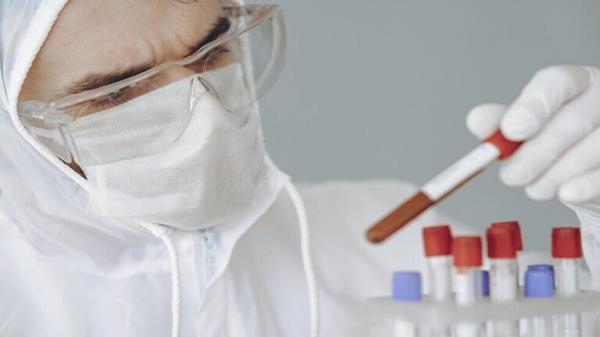 """الكشف عن عقار مضاد للفيروسات أثبت فعاليته في التعافي من """"كوفيد-19"""""""