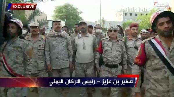شاهد: اول فيديو لرئيس الاركان صغير بن عزيز وهي يؤدي الصلاة على نجله ورفاقه وتعليقه !