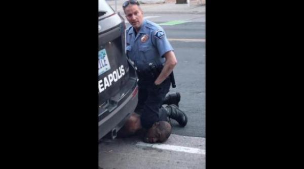 توجيه تهمة القتل لضابط شرطة إثر وفاة أميركى أسود بعد توقيفه