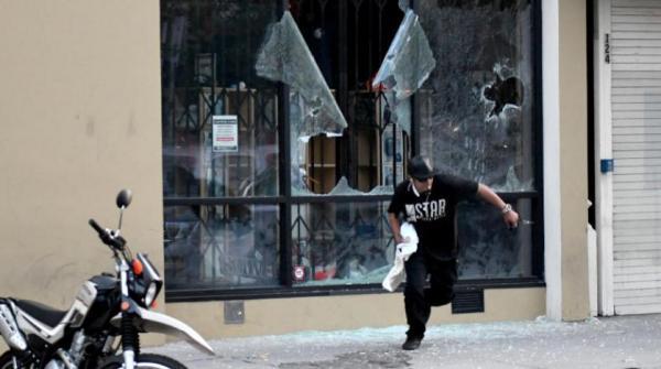 """""""آبل"""" تتعرض للنهب أثناء الاحتجاجات على مقتل فلويد في مدينة مينيابوليس الأميركية"""