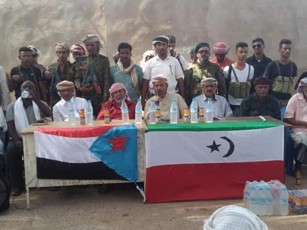 علم جديد يظهر في معركة اعلان سقطرى بعد العلم السعودي والإماراتي واليمن (شاهد)