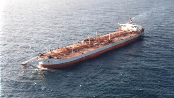 مفاجأة مدوية.. السفير البريطاني يلمح صراحة إلى سبب أزمة المشتقات النفطية باليمن ودور الحوثيين فيها !