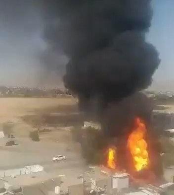 شاهد بالفيديو ماالذي حدث، وسبب الانفجار الكبير واشتعال النيران بكثافة