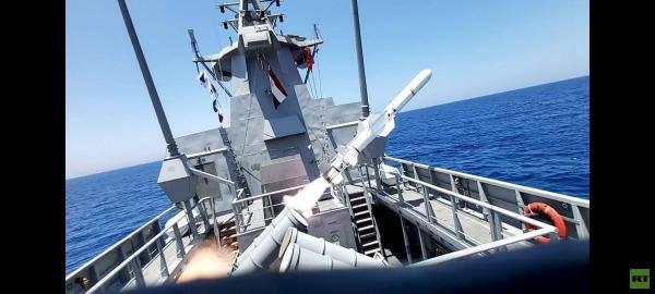 الجيش المصري يغرق سفينة في البحر المتوسط بضربة صاروخية واحدة (فيديو)