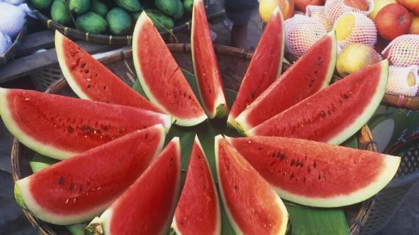 البطيخ الاحمر فوائد كبيرة .. لكن يجب تجنبه ممن يعاني من هذه الأمراض !
