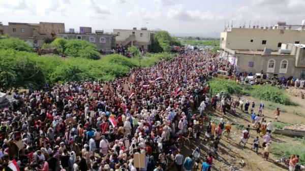 تظاهرة حاشدة في أبين مؤيدة للرئيس عبدربه منصور هادي.. صور + فيديو