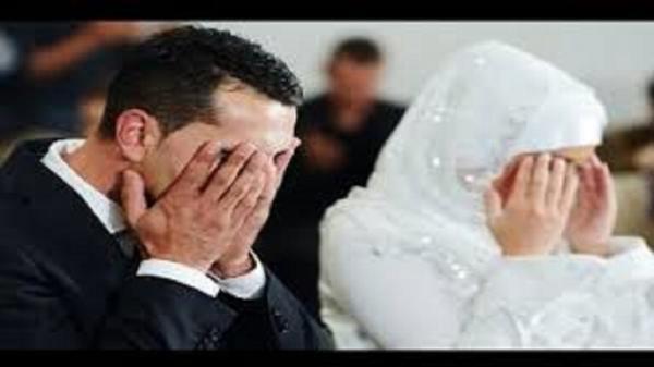 عقب انتهاء حفلة زفافه.. عريس ينفجر بالبكاء في ليلة دخلته أمام عروسه.. والسبب غير متوقع