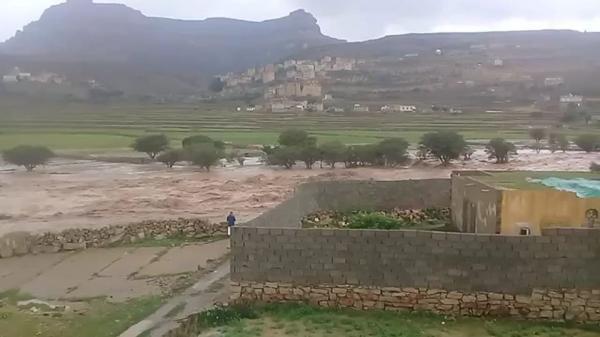تهدم 4 منازل وإجلاء 30 أسرة إثر انهيار سد الرونة بمديرية ثلاء