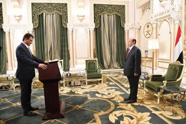 محافظ عدن يؤدي اليمين الدستورية امام الرئيس هادي
