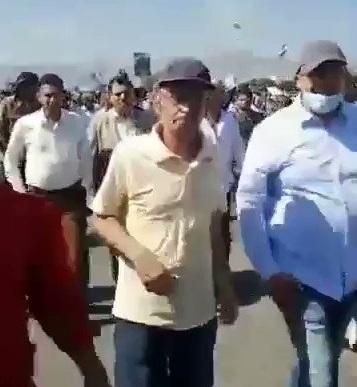 شاهد بالفيديو.. حشود غاضبة في ميدان السبعين بصنعاء في قضية عبدالله الاغبري