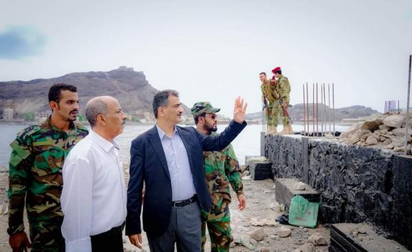 محافظ عدن يبدأ اجراءات إزالة البسط على الاراضي