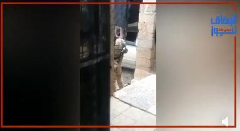 مقطع فيديو مؤلم.. يفضح مسلحين حوثيين تهجموا على منزل مواطن بدون أوامر رسمية