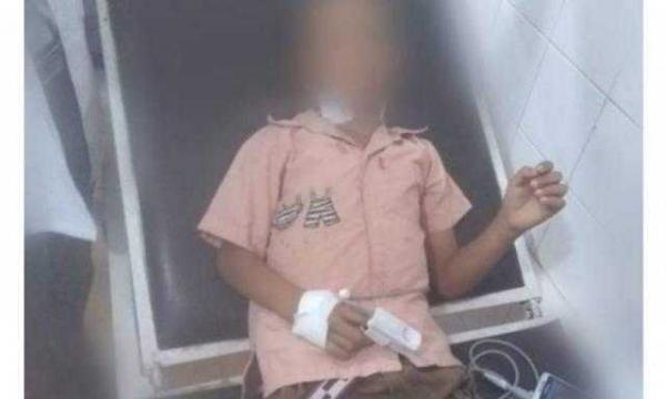 معلمة يمنية تطعن طالب بالسكين في الصف الاول الأساسي