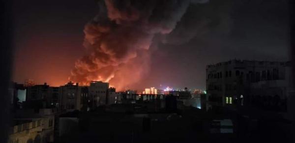 شاهد فيديو حريق هائق يلتهم مركز الامبراطور للمفروشات في شميلة بصنعاء