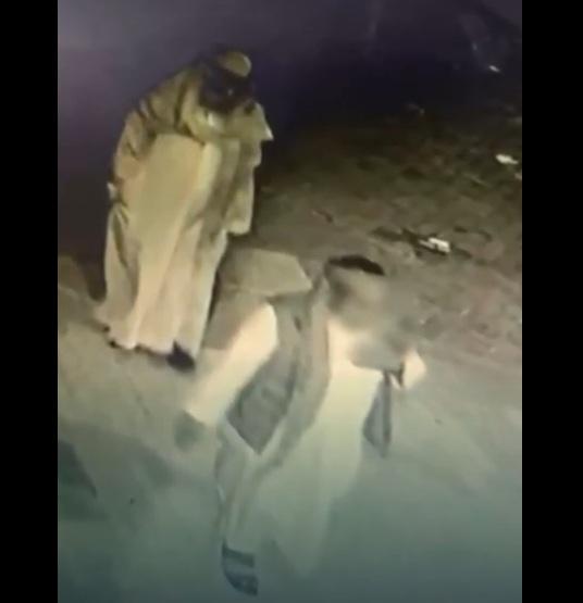 شرطة الرياض تطيح بعصابة بينهم يمنيين امتهنوا اقتحام المحلات التجارية وسرقتها (فيديو)