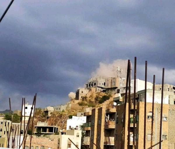 سقوط ضحايا بينهم اطفال في قصف حوثي على احياء سكنية بتعز