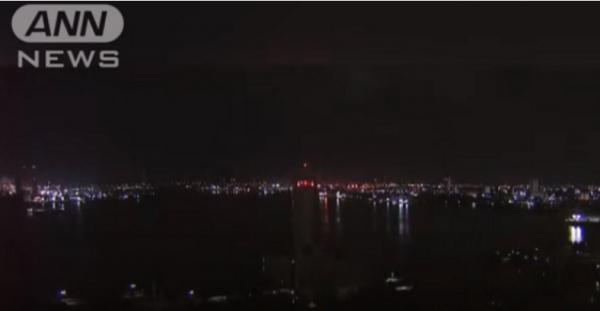 هل هو نيزك؟ مشهد مخيف في السماء حوّل الليل إلى نهار (فيديو)