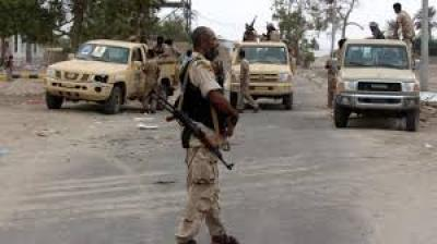 توترات وخلافات على معسكر تنشب بين فصائل أمنية في عدن