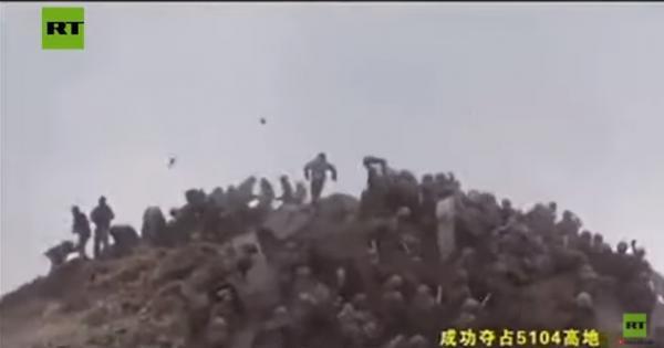 قتال بين جنود من دولتين نوويتين (فيديو)