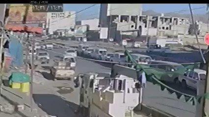 شاهد بالفيديو.. حادث مروع في شارع خولان بصنعاء يتسبب بإعطاب 14 سيارة