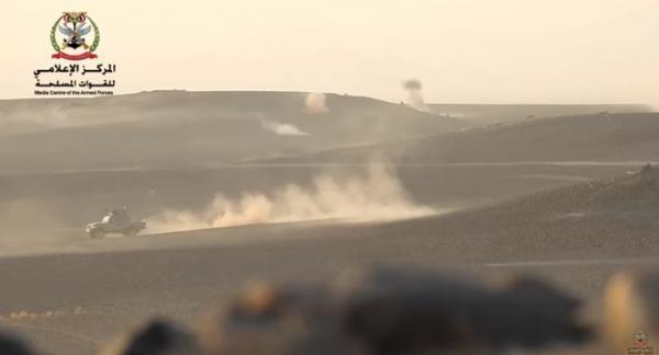 شاهد فيديو.. مواجهة مباشرة من مسافات قريبة بين الجيش والحوثيين شرق نهم