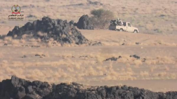 بالفيديو .. مجموعة كاملة من الحوثيين تقع اسرى بيد القوات الحكومية بمأرب