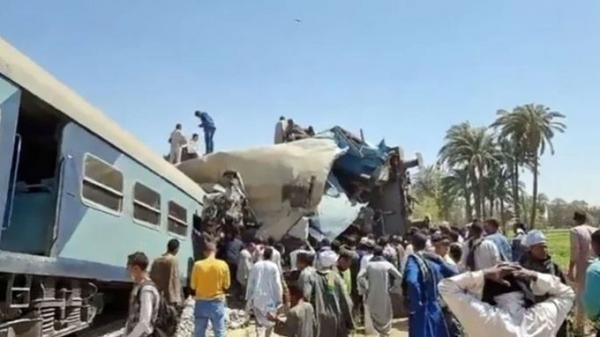 وفاة 32 مواطناً وإصابة 165 آخرين في حادث تصادم قطاري سوهاج بمصر (فيديو)