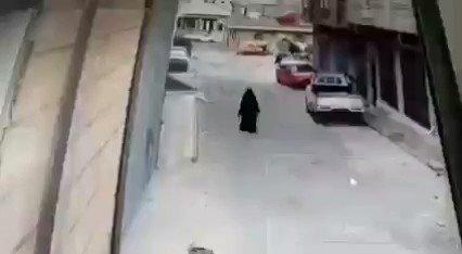 كامل الخوداني ينشر اعلان مجاني للحوثيين (فيديو مؤلم لأبناء ضربوا امهم وكسروا يدها)