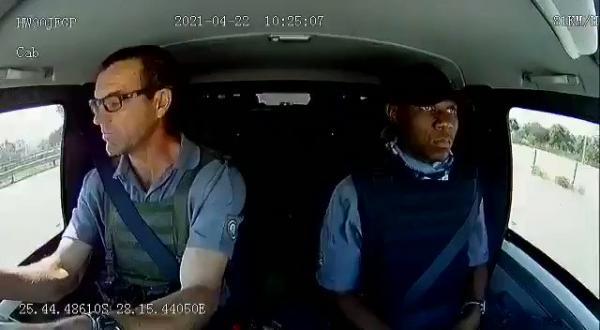 شاهد مقطع فيديو من داخل سيارة نقل الأموال تتعرض لإطلاق النار في جنوب إفريقيا
