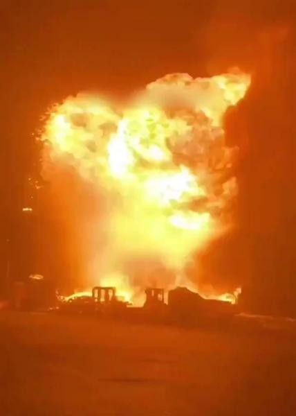 CNN: حريق هائل في ميناء أسدود جنوب إسرائيل إثر سقوط صواريخ أطلقت من غزة (فيديو)