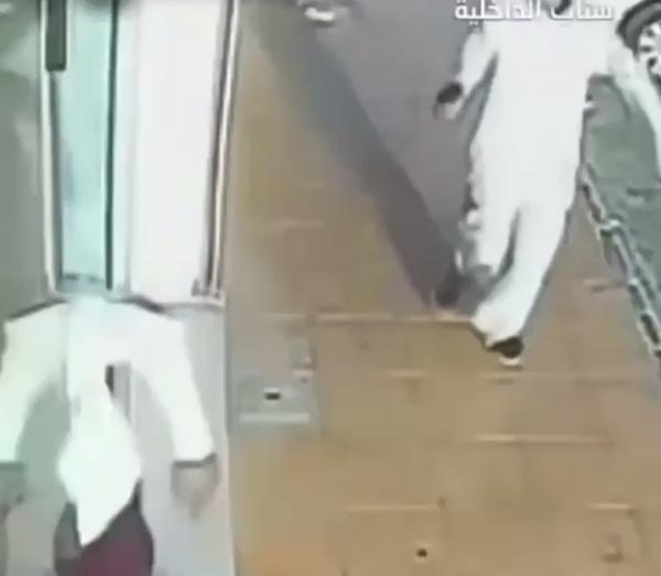 الإطاحة بثلاثة يمنيين في جدة سطوا على مركبة نقل الاموال واستولوا على 1.5 مليون ريال (فيديو)