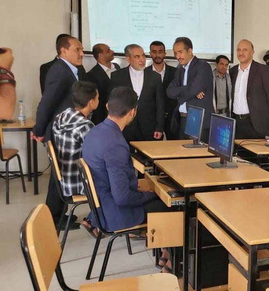 السفير الإيراني بصنعاء يقوم بزيارة إلى جامعة صنعاء