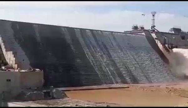 شاهد فيديو أولى لحظات انسياب مياه النيل من سد النهضة بعد إعلان ملئ المرحلة الثانية
