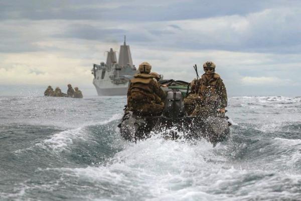 """التايمز: المسلحون الإيرانيون فروا من الناقلة """"أسفلت برينسيس"""" بعد وصول سفن أميركية وعمانية"""