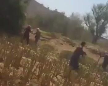أمن العشة بمحافظة عمران يقتل امرأة عجوز أمام أبناءها (فيديو)