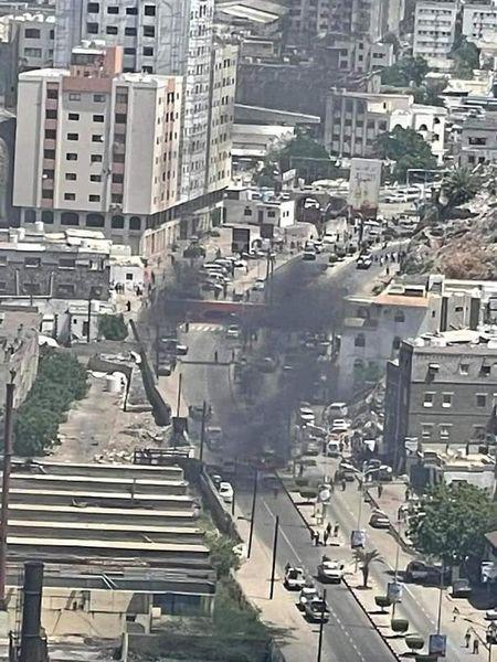 هجوم بسيارة مفخخة يستهدف موكب محافظ عدن وبرفقة وزير الثروة السمكية