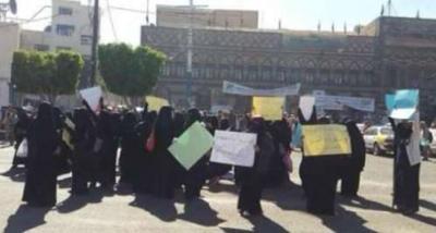 مرأة تصرخ بحرقة من وسط ميدان التحرير عن الوضع في اليمن (مبكي)