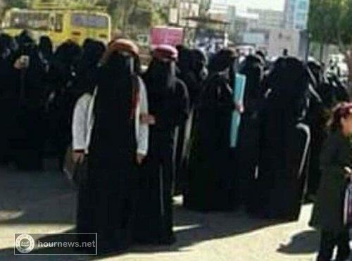 ما قصة العمائم والشيلان (الرجالية) اللاتي ارتدنها النساء اليوم اثناء مظاهرتهن في ميدان التحرير (حصري + صور)