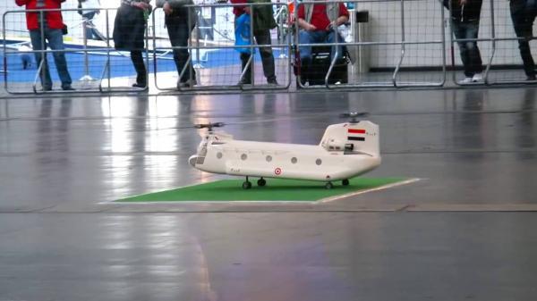 يمني يخترع طائرة تذهل العالم أجمع.. تطير في جميع الإتجاهات امام - خلف - دوران (فيديو)