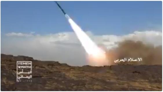 الحوثيون يطلقون صاروخ بالستيكي باتجاه السعودية (المكان المستهدف + فيديو)
