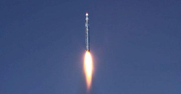 عاجل: الحوثيون يعلنون استهداف الرياض بصواريخ باليستية من نوع بركان H2 .. وفيديو من الرياض يوثق الصواريخ
