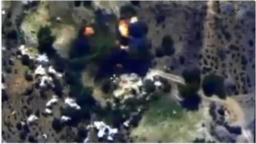 وكالة الانباء الاماراتية تنشر فيديو للحظة استهداف قيادات من الحوثيين بغارات جوية