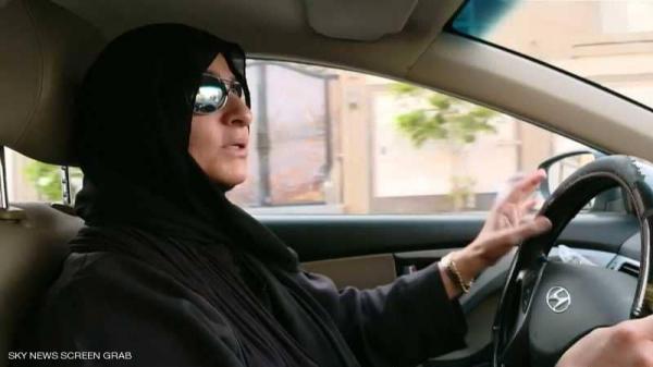 بالفيديو.. شاهد أول سعودية تعمل سائقة أجرة في شوارع المملكة