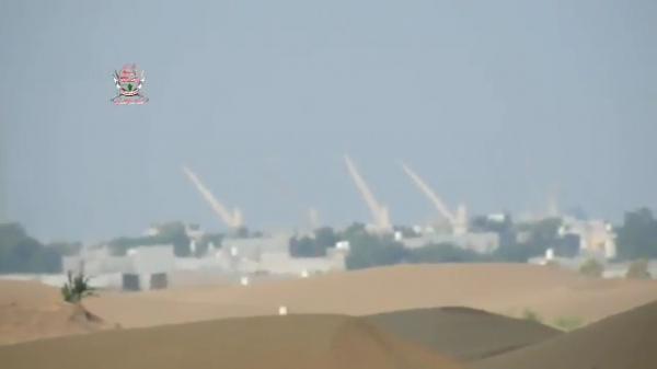 شاهد أولى صور ميناء الحديدة واقتراب القوات المشتركة منه (فيديو)