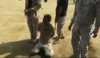 انصدوا من كلامه.. شاهد فيديو ماذا عثر الجيش مع أسير حوثي وكيف يراه الحسين