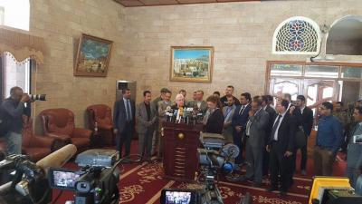 شاهد اول صورة للمبعوث الاممي الجديد في مطار صنعاء الدولي