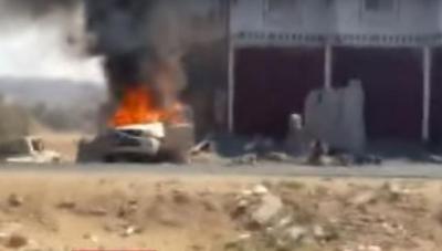 """بالفيديو.. شاهد لحظة سقوط القذيفة التي استهدفت طاقم صحفيين بالبيضاء وقتلت الصحفي """"القادري"""""""