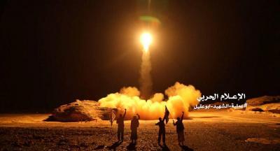 """نشطاء يتداولون فيديو إسقاط صاروخين لـ""""الحوثي"""" في سماء السعودية"""