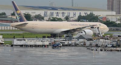طيار تركي ينقذ طائرة سعودية (فيديو)
