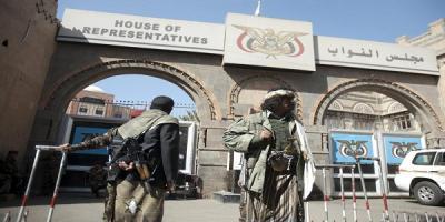 برلماني يكشف هروب أعضاء مجلس النواب من صنعاء إلى عدن والقاهرة